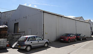 Detached warehouse with yard TO LET